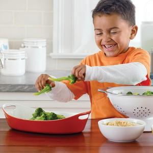 boy-making-broccoli_m